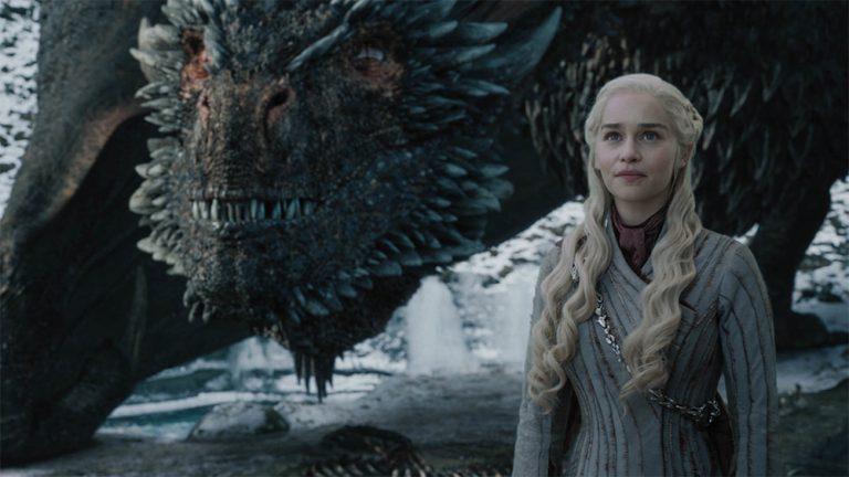 Emilia Clarke revela pressão da produção para ficar nua em