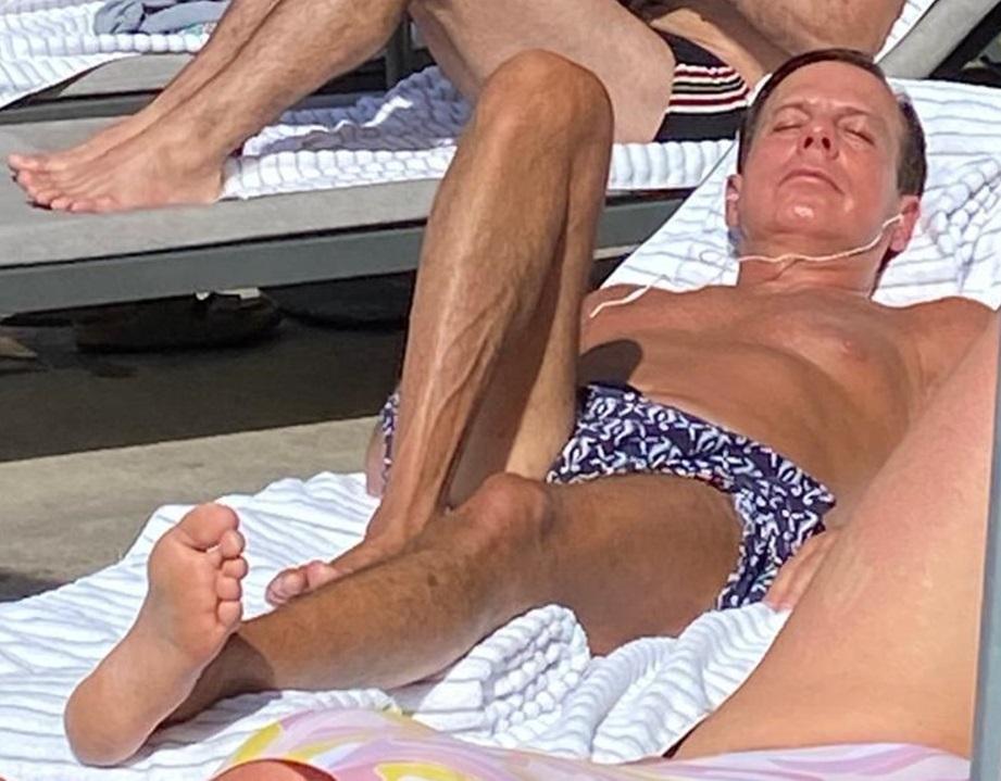 eLimeira - Doria toma sol sem máscara em piscina de hotel no Rio e vira alvo de bolsonaristas